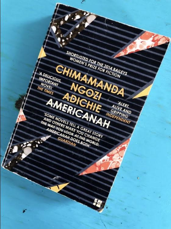 """Americanah, Chimamanda Ngozi Adichie - Genre: NovelSamenvatting van het boek in twee zinnen: Americanah gaat over zoveel meer dan ik kan uitleggen in twee zinnen. Zoals de hoofdpersoon Ifemelu in het boek zegt: """"Why did people ask"""
