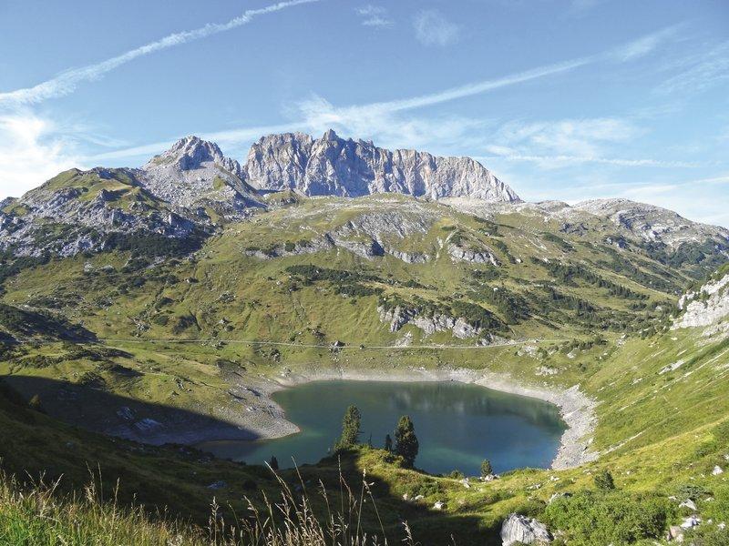 Formarinsee mit Roter Wand (c) Matthias Fleisch - Alpenregion Bludenz Tourismus GmbH.jpg
