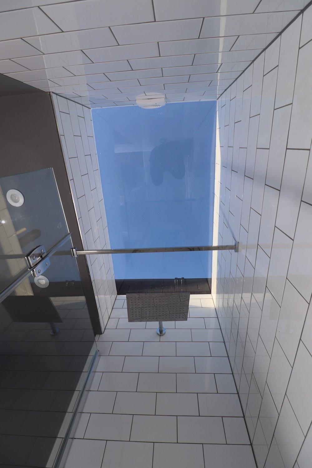 SHOWER, SKYLIGHT, BATHROOM SKY LIGHT, INVISIBLE CEILING.JPG