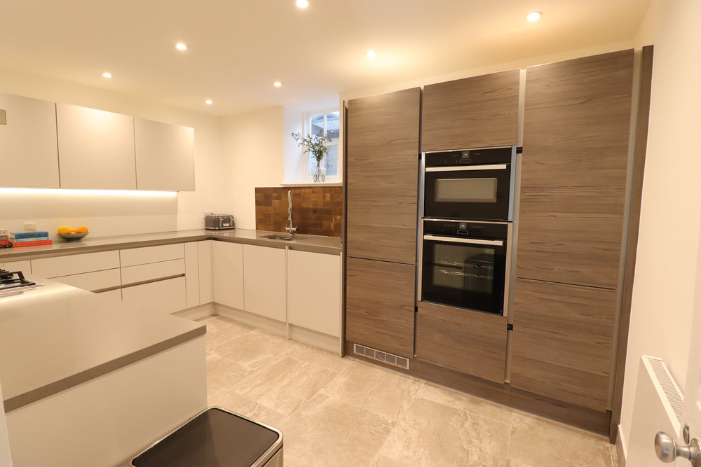 KITCHEN, WOOD EFFECT, PRESTIGE BUILD, WHITE KITCHEN.jpg