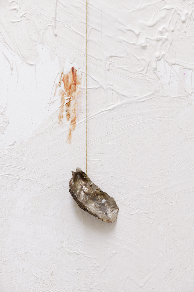 Gaëlle Choisne, Les amulettes et les trophées - l'huître, 2018