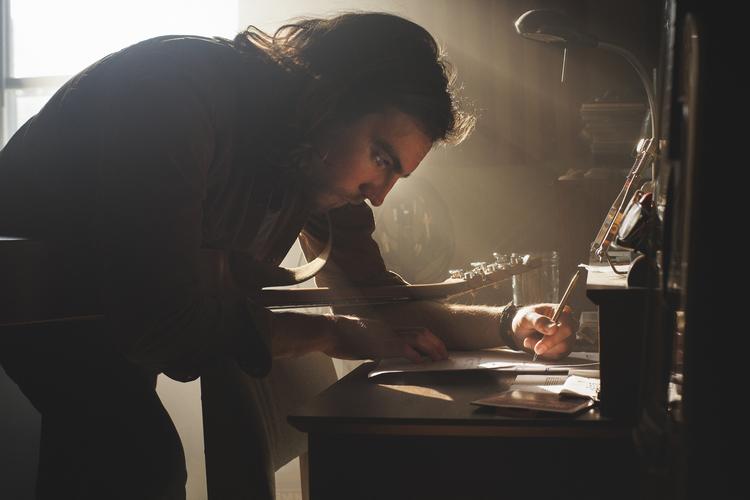 GlennThomas.writing.JPG