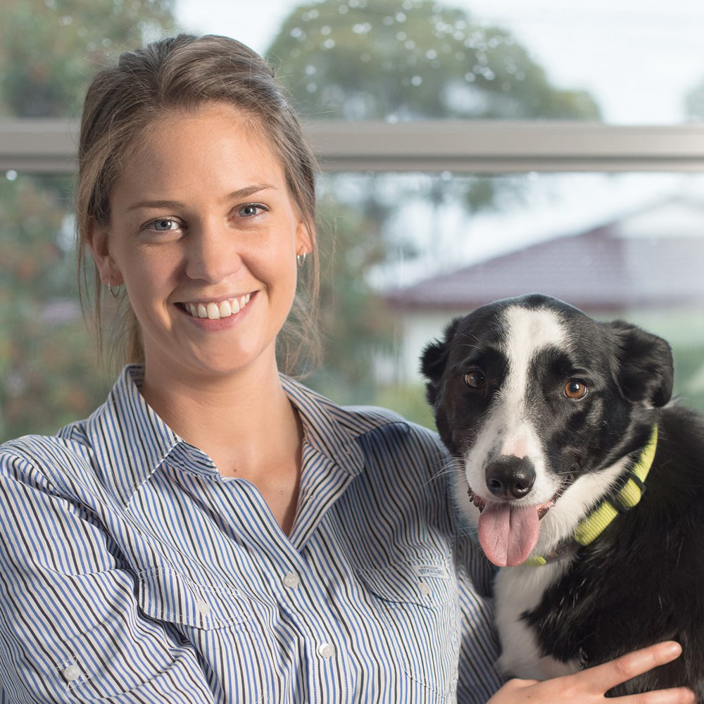 Dr Leah Murray   Most kids want to be superheroes, astronauts or princesses when they grow up. But Leah, who spent much of her childhood on her grandparents' farm, knew she was going to be a vet from an early age.  Fast-forward a few years and Leah's determination had grown with her. She began her studies in Melbourne then moved to Sydney to complete her veterinary science degree.  After graduating in 2014, Leah returned home to the peninsula. She came to Beleura on a graduate work placement and won us over with her cheery personality. We plied her with charm and chocolate biscuits until she decided to stay.  Outside work, you'll find Leah exploring the local beaches with her Border Collie Zoe and Kelpie Bonnie, or at home pampering Darcy, her lazy and loveable ginger cat.