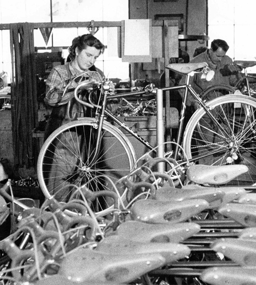 """Workers at the """"favorit"""" factory in the mid 1960s"""