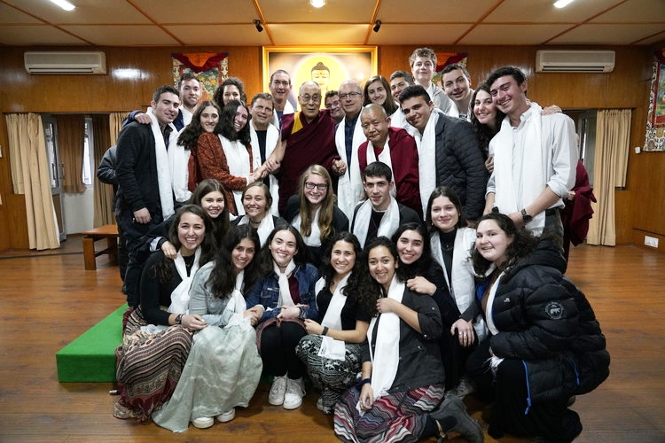 KIVUNIM gap-year students with the Dalai Lama in Jerusalem