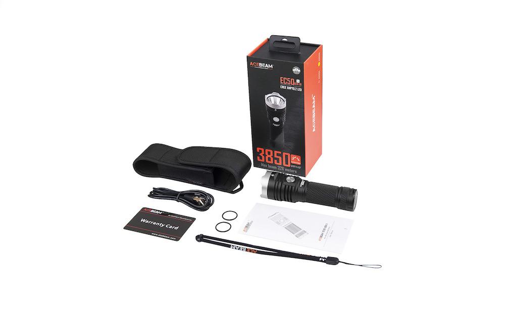 Contenu de l'emballage - Lampe EC50 Gen IIIBatterie Acebeam 26650 5 000 mAhCâble Micro-USBDragonneÉtui de transportMode d'emploi et carte de garantie2 joints toriques de rechange