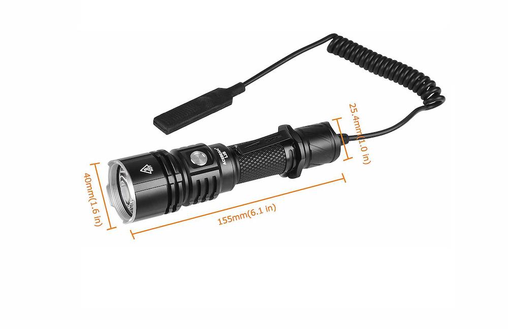 Compacte - La lampe Acebeam L16 est une lampe tactique compacteElle peut, en option, être équipée du commutateur tactique déporté pour un accès encore plus pratique