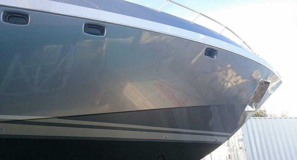 EXTERIOR - With the latest high-quality vinyl and application techniques you can give your yacht a new colour or custom design. There are numerous possibilities to restyle and protect a yacht.
