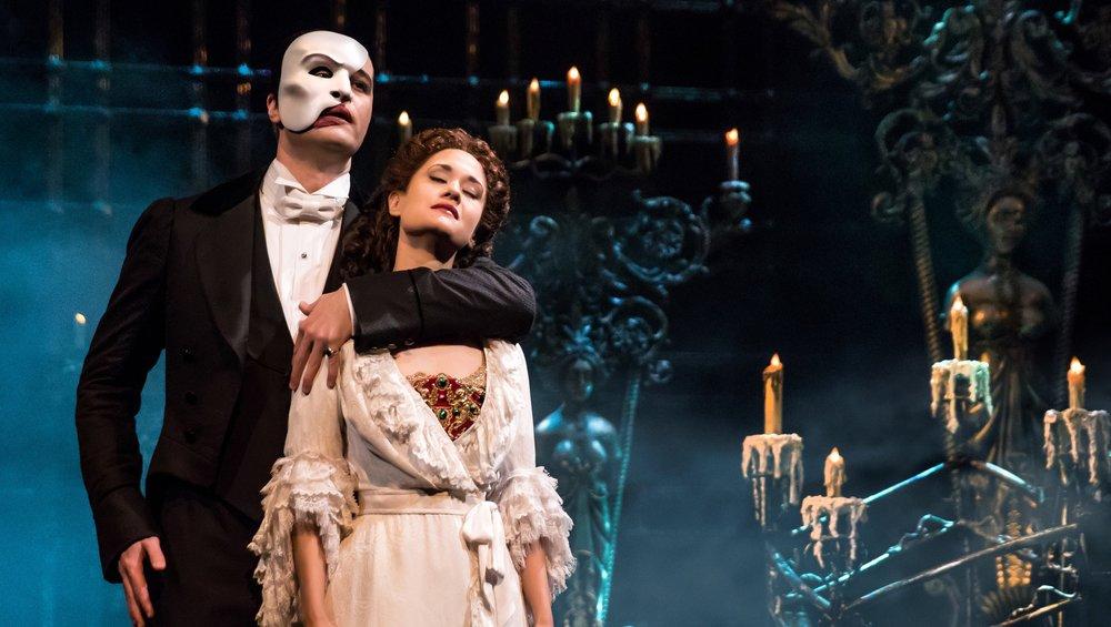 Dag 5 Broadwaymusikal - Välj vilken Broadwaymusikal du vill se från en lista. Stort urval såsom Phantom of The Opera, Jersey Boys, Lion King, Alladin, King Kong, School of Rock, Chicago, Anastasia m.m.Observera att du kan välja själv vilken av kvällarna du ser föreställningen på Broadway. Dessa föreställningar har du att välja mellan. Länk.