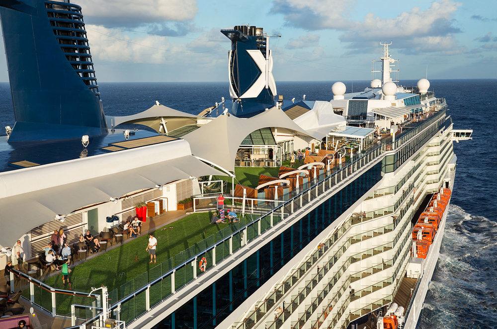 Celebrity Cruies - Avslappad och vuxen stämning ombord. Ta gärna en titt på det nya fartyget Celebrity Edge. Celebrity marknadsför sina kryssningar som Modern Lyx.Sök bland Celebrity Cruises alla kryssningar i Karibien.