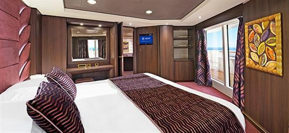 Svit - Msc´s fartyg erbjuder flera typer av sviter, några med balkong och några med förseglat panoramafönster. De har alla en dubbelsäng som kan omvandlas till två enkelsängar (på begäran), luftkonditionering, generös garderob, badrum med badkar, interaktiv TV, telefon, trådlös internetuppkoppling (mot avgift), minibar och säkerhetsbox*. Denna hyttyp är endast tillgänglig med Aurea-upplevelsen.