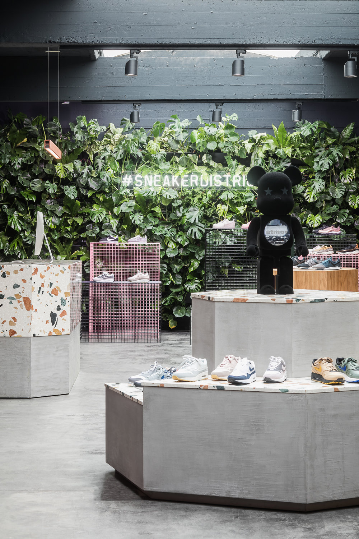 2. barde+vanvoltt_sneaker-district-antwerpen-photo-cafeine-be.jpg