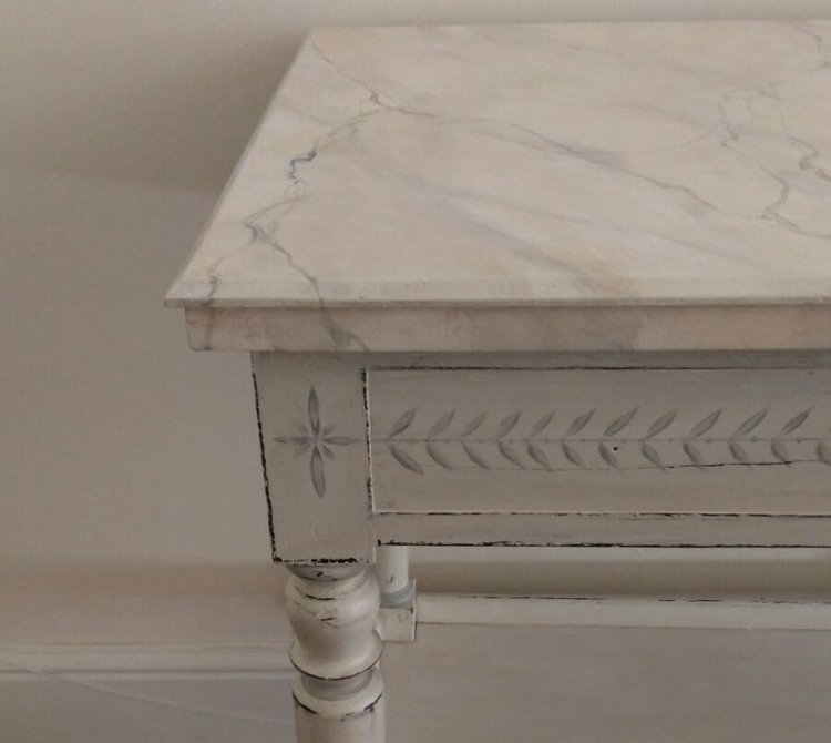 Celia Minoprio: Marble Paint effect table