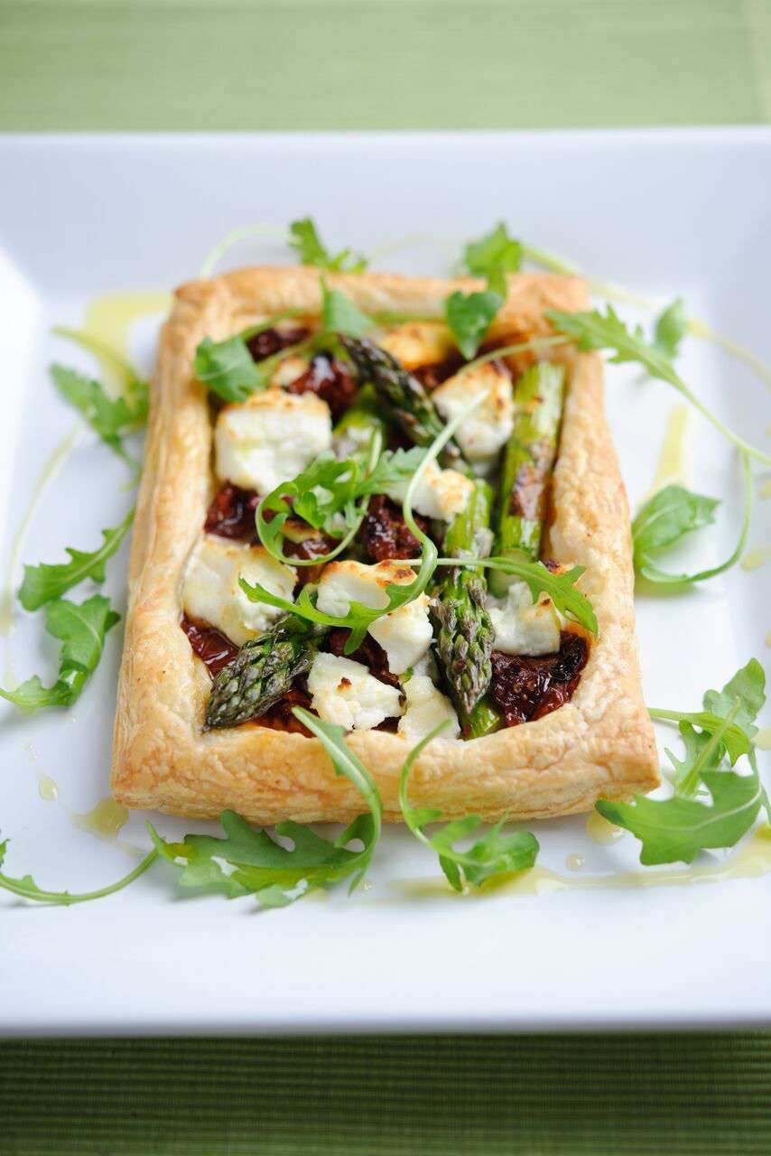 Rustic British asparagus tartlets with goats' cheese, sun dried tomatoes and rocket