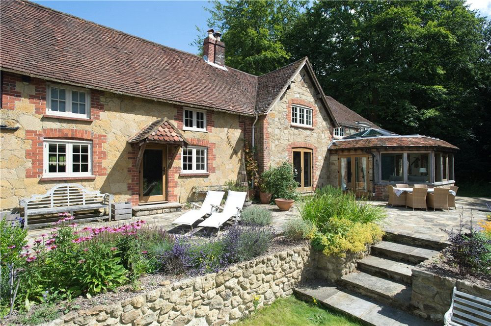 Knight Frank: 16th Century Home in Shere