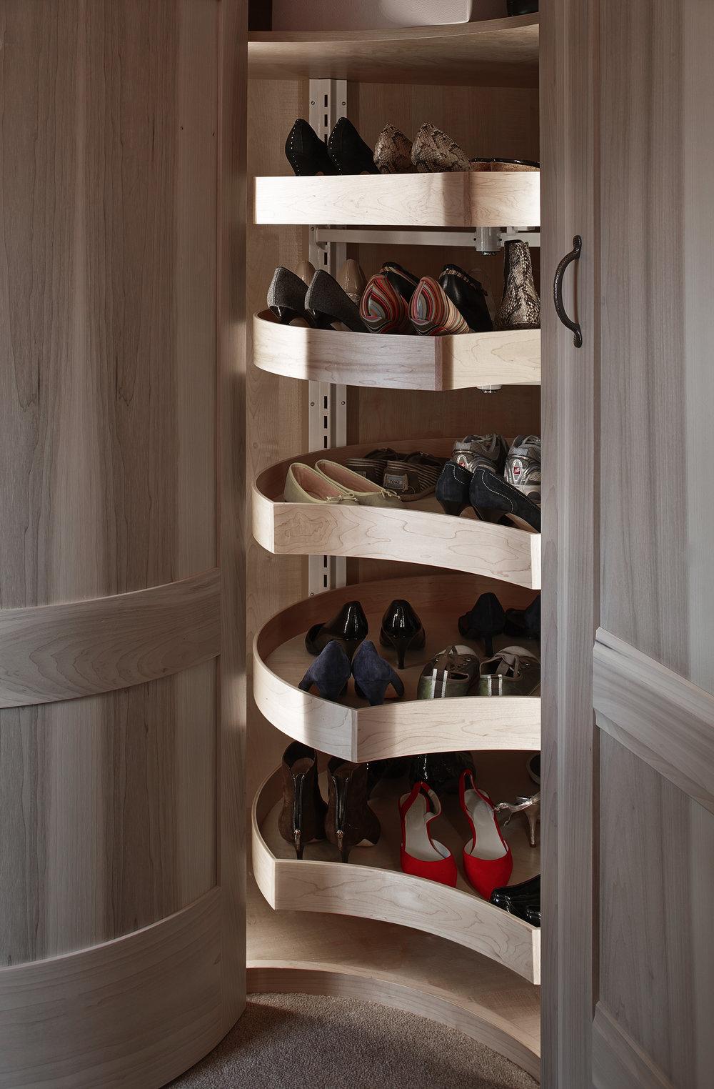 Figura: Bespoke Shoe Carousel Design