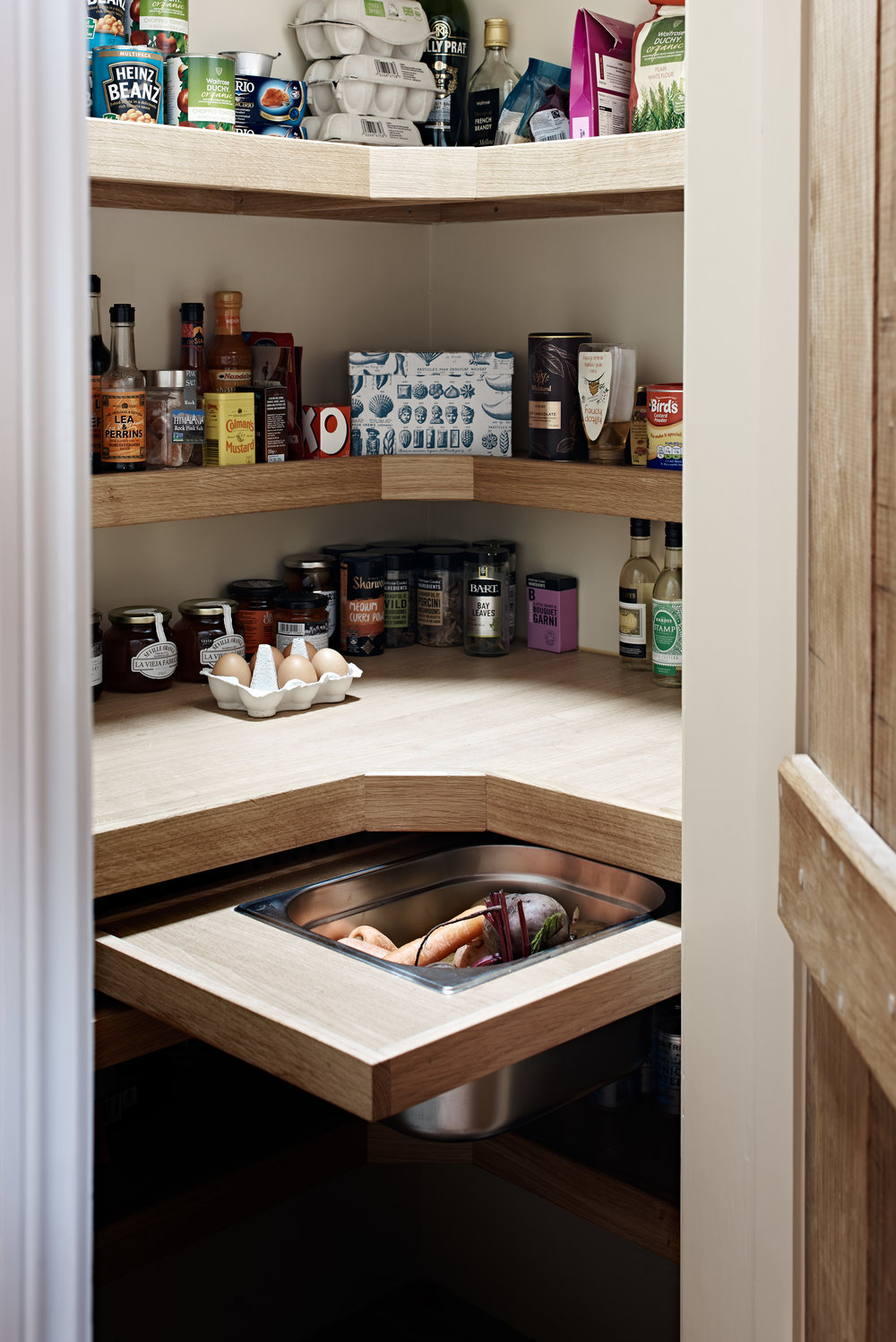 Figura bespoke pantry design. It's neat and tidy….a good indication that a Tomte resides here!