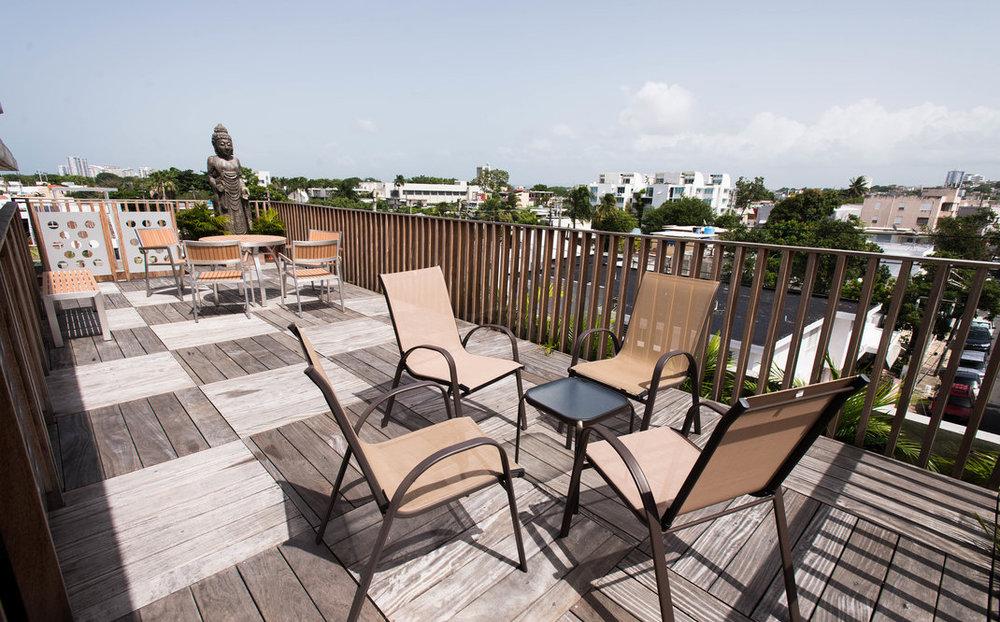 roof-deck--v13686215.jpg