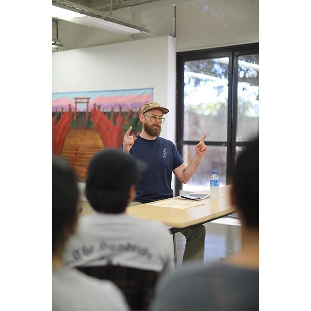 It was a real pleasure to stop by @devontsunostudio class of painting 1 students on my last day in LA. Thanks for the invitation ⚡️ 📷 Devon Tsuno