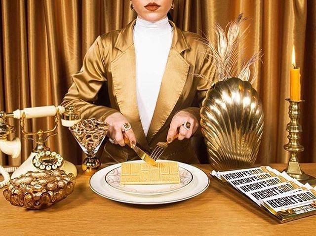 all. gold. everything. ✨ @hersheyscanada #GOLDisin #repost @vanessacesario_