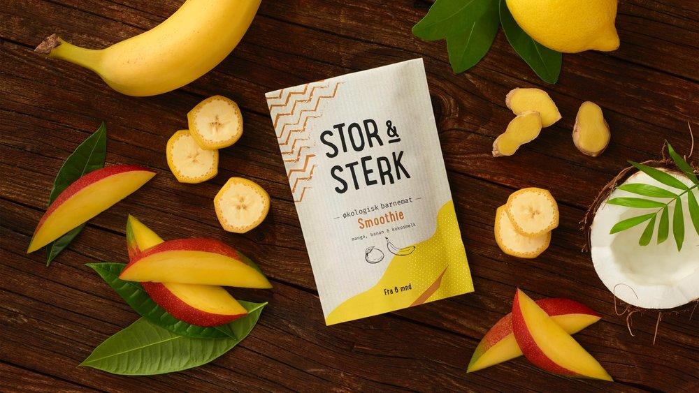 Mango och banan smoothie med ingefära och citron   Rekommenderad från 6 månader. 120 g    Utan mjölk och gluten  Ingredienser: Mango 39%*, Banan 39%*, Kokosmjölk 15%*, Citronsaft från råsaft 5%*,torkad ingefära 2%*    *Ekologiska ingredienser  100 g: Energi 126 kcal/527 kj  Fett 4,43g (varav Mättade fettsyror 0.11g Fleromättade fettsyror 0.11g Enomättade fettsyror 0.06g), Karbohydrater 19,0g, Kostfiber 1,89g, Protein 1.51g, Salt 0mg