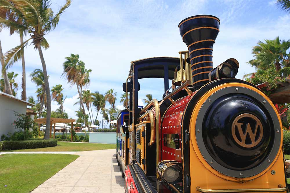 A 'choo-choo train' runs between the French, Caribbean and Italian Villages. It's popular with the children in Camp Sesame (ages 3 to 5).