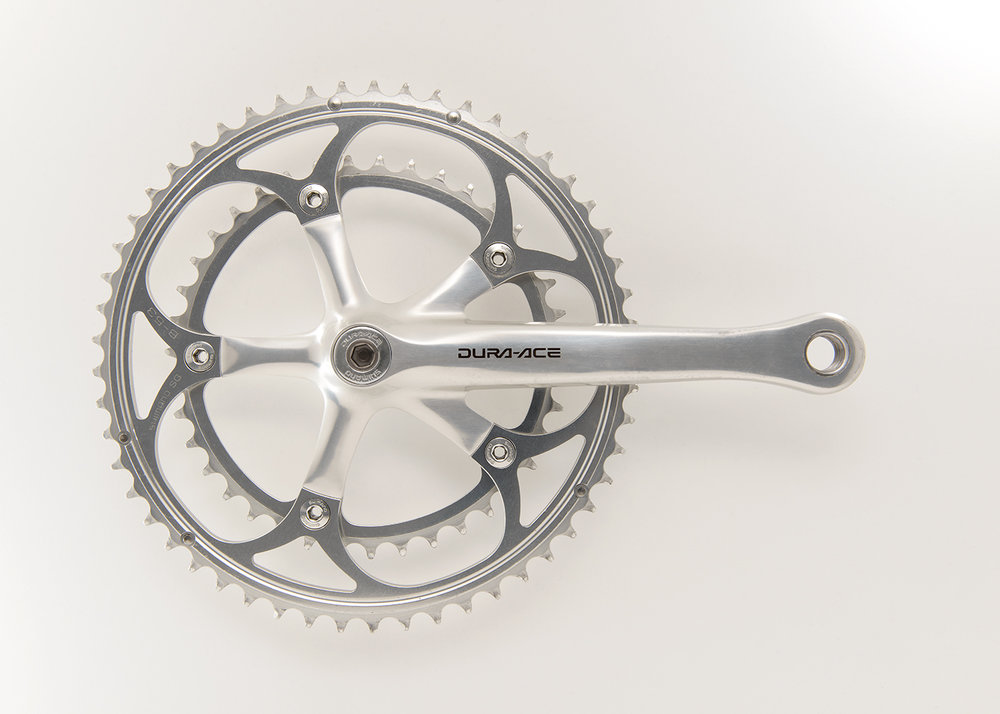 Shimano Dura-Ace 7410  The Dura-Ace 7410 low-profile crank was introduced in 1993.
