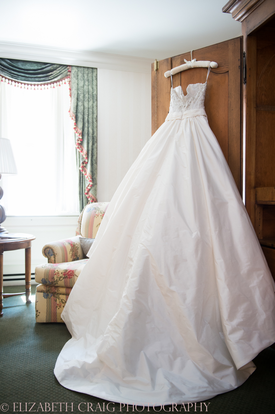 Omni William Penn Getting Ready Wedding Day Photos | Renaissance Suite-15
