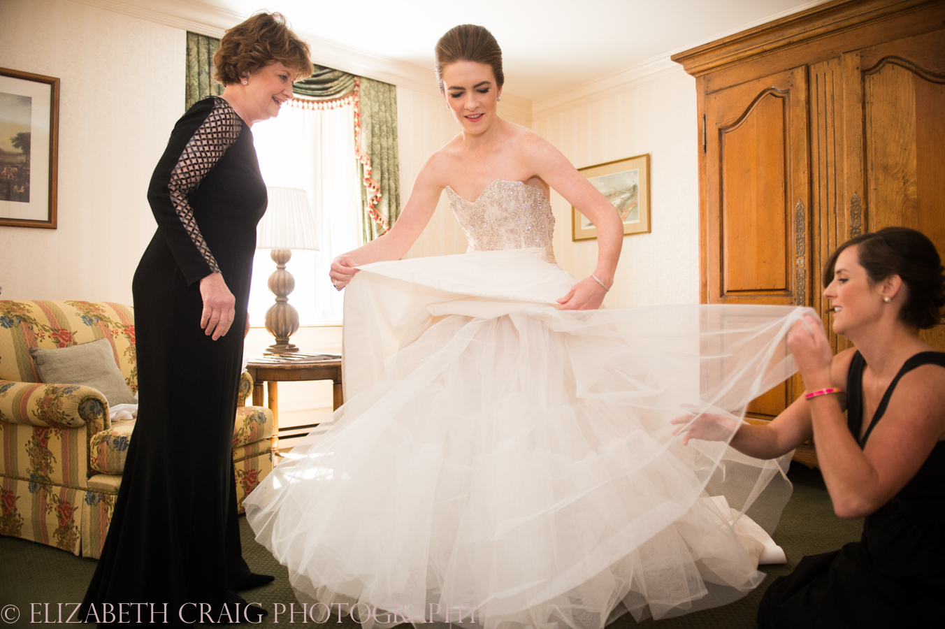Omni William Penn Getting Ready Wedding Day Photos | Renaissance Suite-31