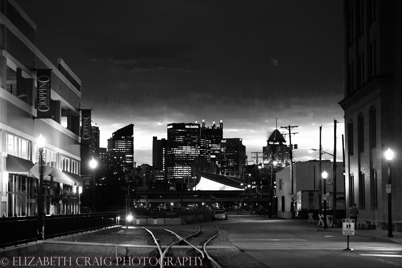 Strip District Pittsburgh Engagement Sessions | Elizabeth Craig Photography-0024