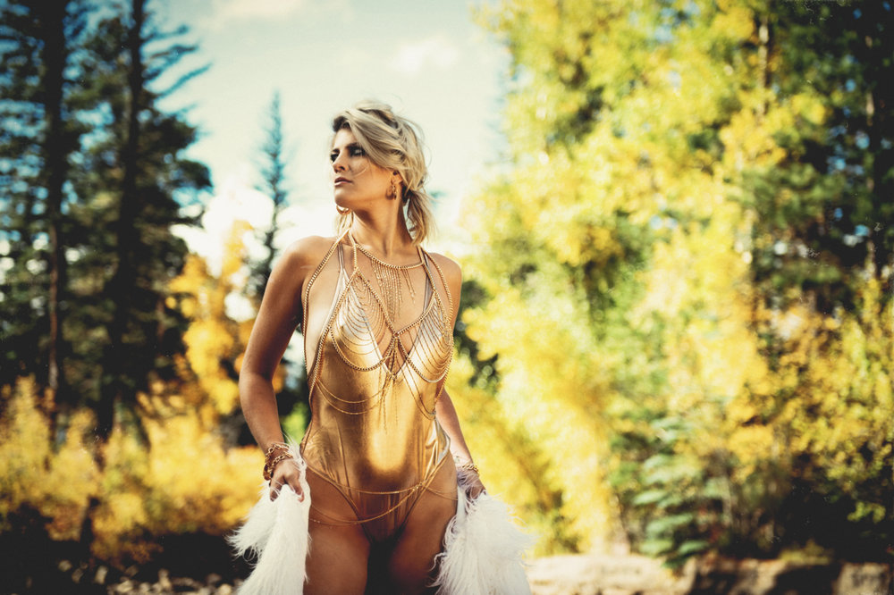 Outdoor Boudoir Photo Shoot | Elizabeth Craig Photography-6