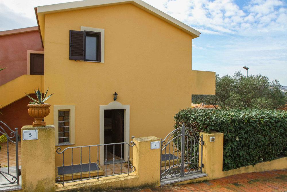 Barrabisa Apartments - Barrabisa è un paese turistico che gode di una posizione strategica. Dal suo piccolo porto sono facilmente raggiungibili la spiaggia di Porto Pollo, l'Arcipelago della Maddalena e la Corsica.