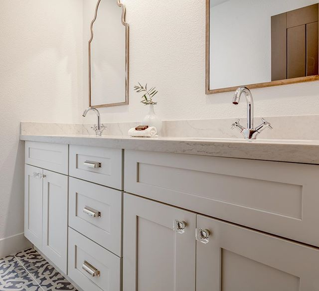This darling bathroom at our #moonvalley project made quite the transformation. Swipe to see the before ✨ #transformationtuesday #londonpiercedesign #remodel #bathroomdesign #interiordesigner #designer #interiors #designideas #designboss #sollidcabinetry #bathroom #beforeandafter #realestate #designlife