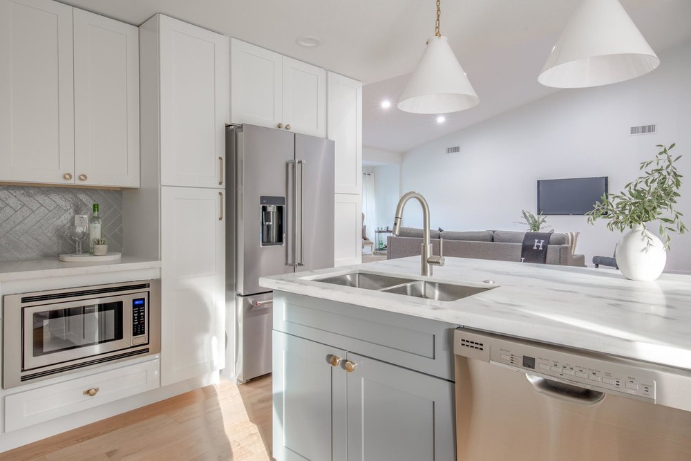 Modern kitchen with white countertop island and cabinets