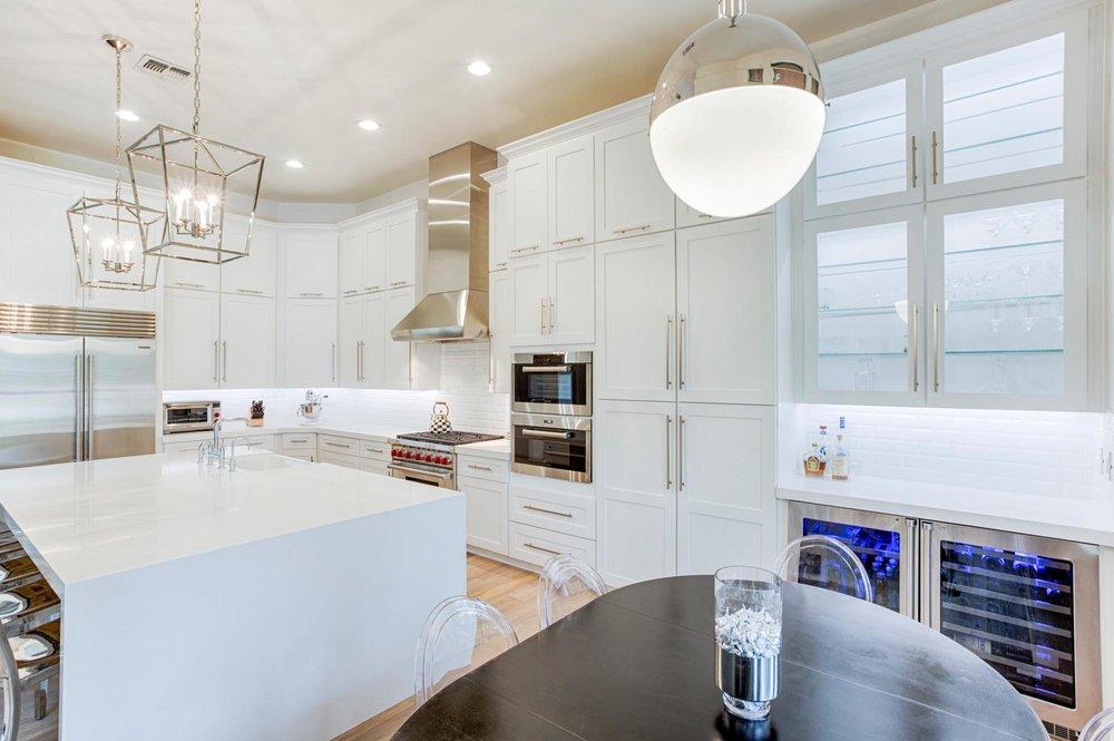 Kitchen with stylish hanging lights