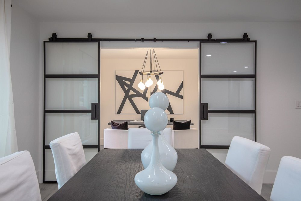 Dining area with porcelain decoration on wooden table