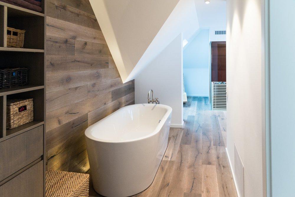 BAD - Egal ob Wellnessoase oder Badezimmer: mit unseren Maßanfertigungen bekommen Sie ein Traumbad mit Funktionalität und Ästhetik.