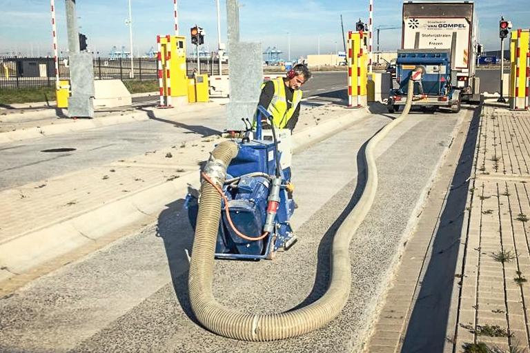 Stralen - Stralen wordt op vele plekken toegepast. Van vloeren tot wegen, parkeerdekken en bruggen. Hiermee worden bijv. slijtlagen verwijderd en hechting gecreëerd.