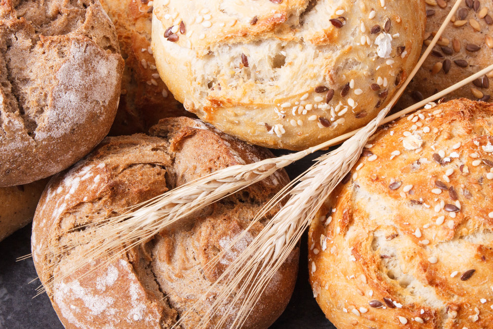 wholegrain-rolls-or-bread-with-seeds-and-ears-of-G6HA3NL.jpg