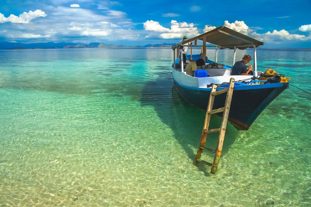 woman-in-a-wooden-boat-on-a-snorkeling-trip-PR9HZDK.jpg