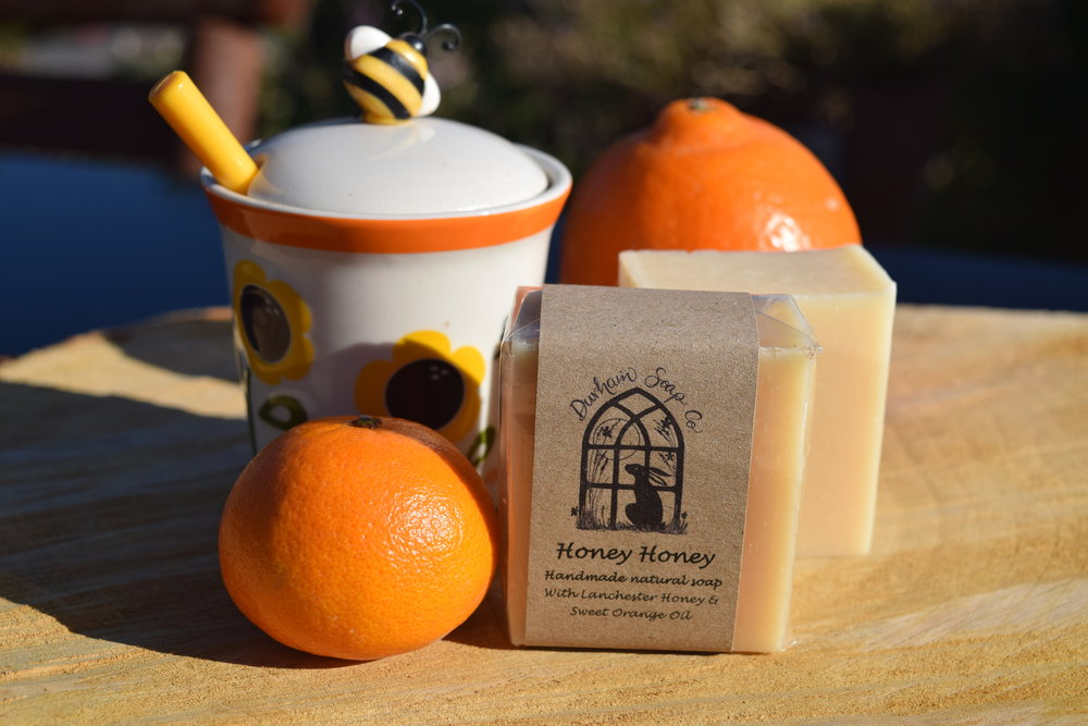 Honey Honey - Natural soap, handmade with our blend of pure plant oils, enriched with moisturising shea butter, cocoa butter and castor oil for a rich and creamy lather. We have added local Durham wildflower honey to our soap and it is lightly fragranced with a blend of sweet orange and may chang essential oils to give a sweet citrus scent. 😐Ingredients: Olive oil, coconut oil, sunflower oil, shea butter, cocoa butter, water, Glycerin, castor oil, honey, sweet orange oil, may chang oil, Vitamin E, Citral*, Limonene*, Linalool*, * = occurs naturally in essential oils