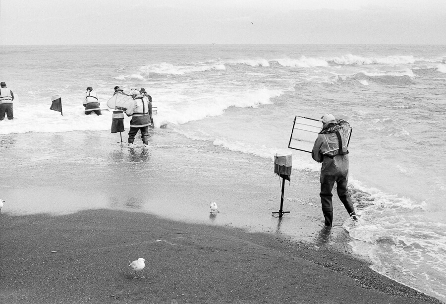 Fuji Neopan 400 - Whitetbaiters in the surf.jpg