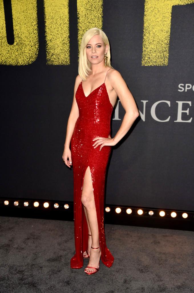 Elizabeth-Banks-Pitch-Perfect-3-Movie-Premiere-Red-Carpet-Fashion-Jeffrey-Dodd-Tom-Lorenzo-Site-1.jpg