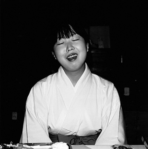 © Issei Suda, Untitled (Girl singing)