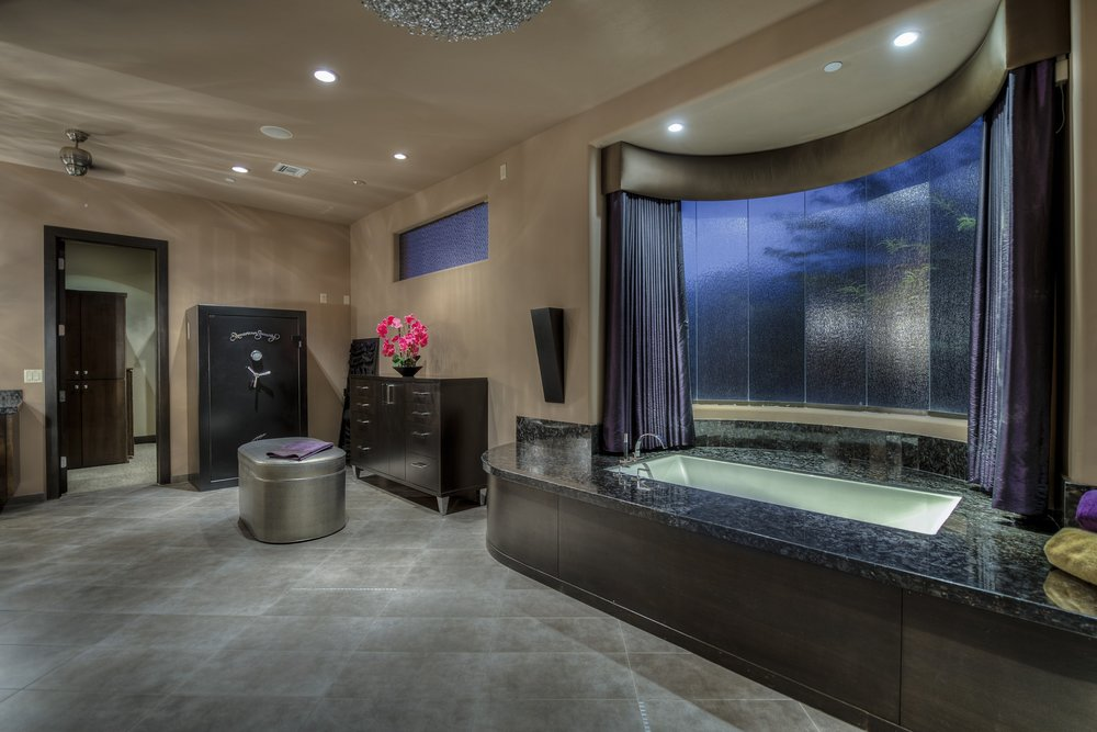 033_MASTER BATHROOM SPA TUB.jpg