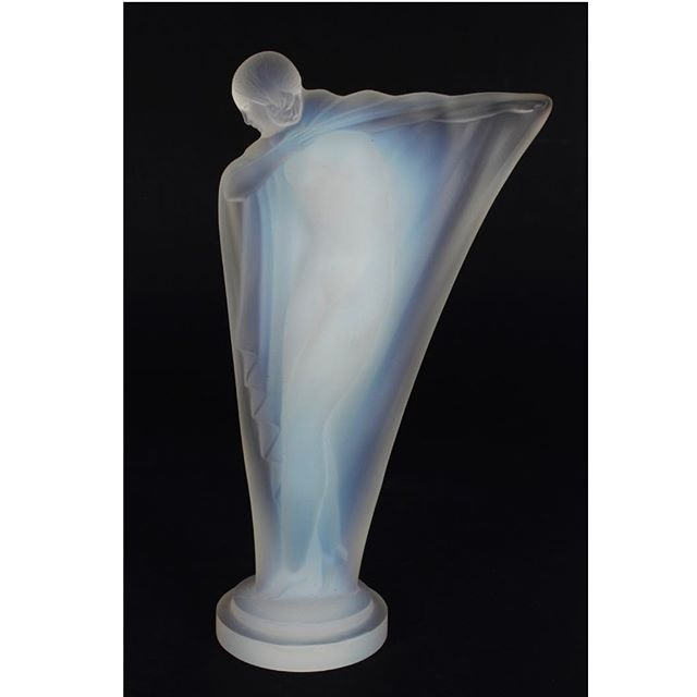Who doesn't love an Art Deco car mascot? This stunning example is 'Isadora' by Lucile Sevin for Etling. Founded in Paris in 1909 as La Societe Anonyme Edmond Etling it commissioned well known artists to design objects, most notably in opalescent glass. Production was confined to the Art Deco period after the company closed due to events relating to WWII. Coming up in our October Decorative Arts auction #aalders #aalders_sydney #aaldersauctions #etling #lucilesevin #artdeco #artdecoglass #decoglass #carmascot #deco #decoideas #decointerior #decolady #decosculpture #decocarmascot #artdecofigure #isadora #etlingglass  #sydneyantiques #sydneyauctions #antiquesforsale #antiquesofinstagram #antiquesroadshow