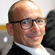Marcus Izmir  Gründer der DNA Plattform