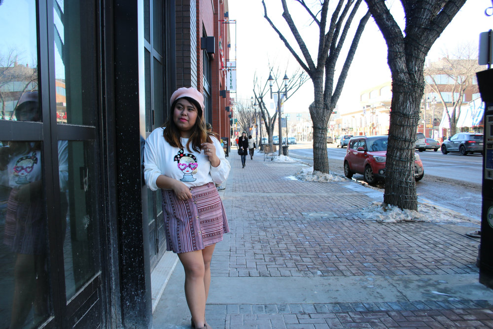 styling an oversized sweatshirt, spring outfit idea, oversized sweatshirt for spring, shein fashion haul, shein honest review, oversized sweatshirt look, wear an eclectic shirt