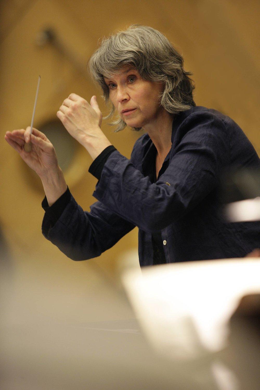 - Grete Pedersen har siden 1990 vært kunstnerisk leder og dirigent for Det Norske Solistkor. Hun er anerkjent for sine stilsikre og musikalsk overbevisende fremføringer innenfor både barokkmusikk, klassisk repertoar og samtidsmusikk. Gjennom utstrakt konsertvirksomhet nasjonalt og internasjonalt, radio- og TV-opptak og plateinnspillinger er hun blitt en av Nordens mest markante dirigenter. Pedersen dirigerer også orkestre som Norsk Barokkorkester, Baroque Fever, Kringkastingsorkestret, Det Norske Kammerkorkester, Freiburger Barockorchester og Ensemble Allegria. Hun har også arbeidet med kor som Nederlands radiokor, BBC Singers, Pro Coro Canada og The World Youth Choir.