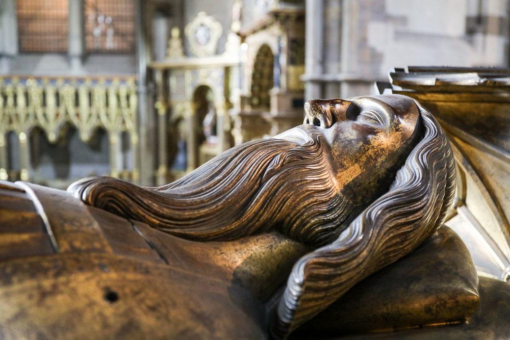 Edward III d 1377, bronze effigy Westminster Abbey.jpg